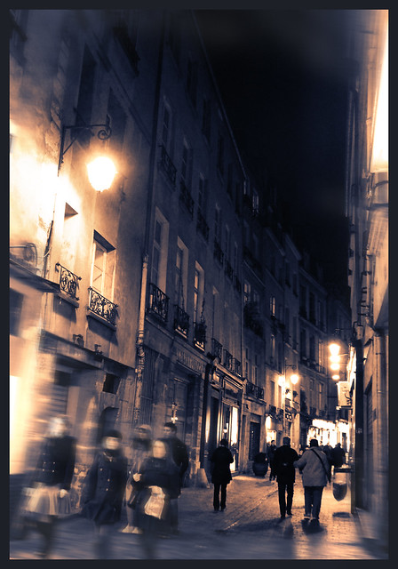 Night View, Rue des Rosiers