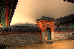 Gyeongbokgung Palace () (mendhak) Tags: wallpaper wall gate palace seoul archway southkorea grounds hdr gyeongbokgung     gyeongbokgungpalace   sultkpylsi mendhakwallpaper mendhakwebsite