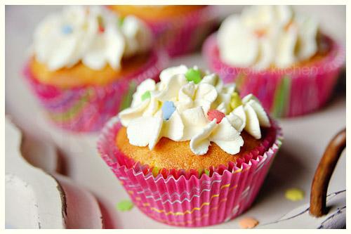 Vanilla Peach Cakes
