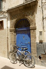 porte bleue 2. Essaouira. Maroc (courregesg) Tags: africa door blue architecture pierre tribal bleu maroc marocco histoire porte tradition ethnic bois afrique traditionalarchitecture historicalplace