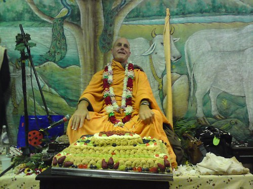 Indradyumna Swami Vyasa puja in UK 2010 -0033 por ISKCON desire  tree.