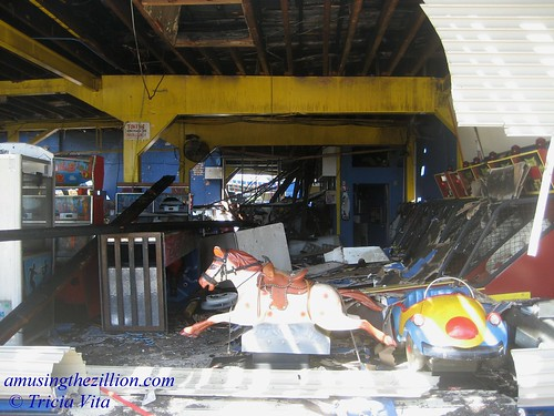 The Day After the Fire at Coney Island Arcade. Photo © Tricia Vita//me-myself-i via flickr