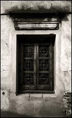 window (Chesky_W) Tags: shanghai contax g1 zhujiajiao carlzeiss biogon zeisslens chesky  streetsnap silverfastai 100  gtx970 lucky100bwfilm selfdevelopedfilm tcoatings biogon2828t shanghaiwalker