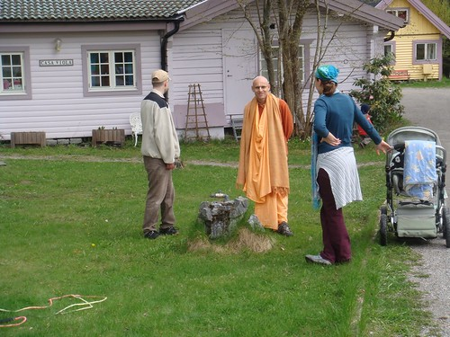 Kadamba Kanana Swami Korsnas Gard and at Ugrasena's 14th May 2010  -0111 por ISKCON desire tree.