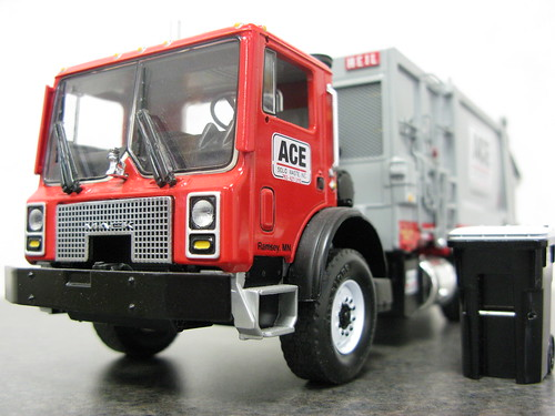 ACE Collectible Garbage Truck