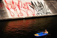 THRILL / LANDWEHRKANAL (stef_berlin) Tags: streetart berlin boot urbanart mann fireextinguisher thrill landwehrkanal neuklln berto feuerlscher schlauchboot gummiboot ruderboot ruderer