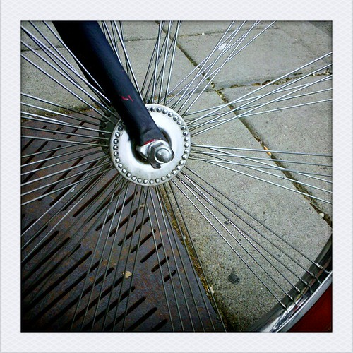 72 spokes, radially laced in groups of three