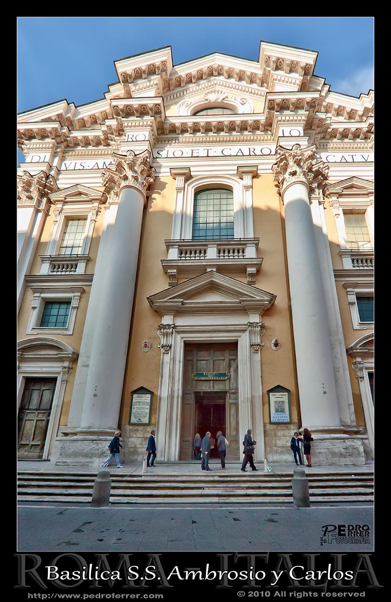 Roma- Basilica Santi Ambrogio e Carlo al Corso - fachada