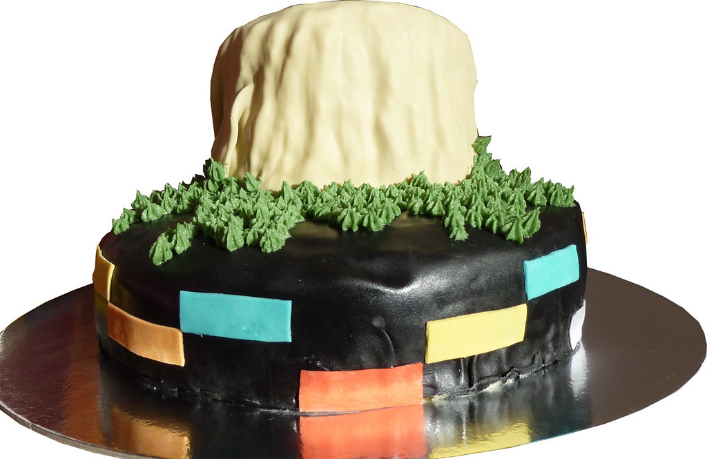 Close Encounters Cake - Devils Tower front
