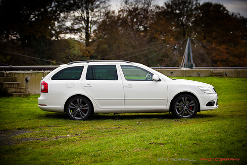 White Skoda Octavia VRS FL - Anthracite wheels