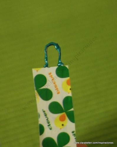 Manualidades Navidad: Adorno de árbol de Navidad reciclados con paletinas (cucharas) de plástico para el café, cinta adhesiva y clips