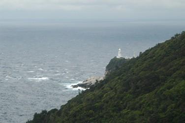 西部林道入り口付近から屋久島灯台を見る