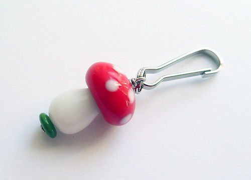 Mushroom zipper bobble