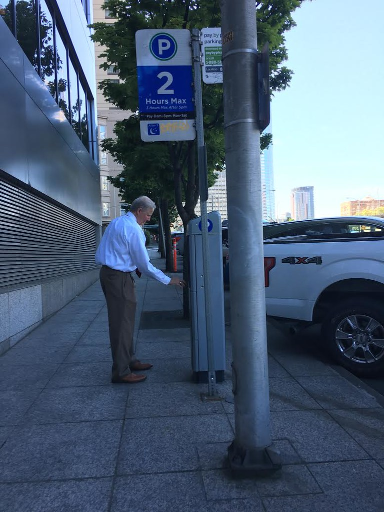 Paying For Parking At A Paystation On 6th Ave Downtown Seattle Department Of Transportation