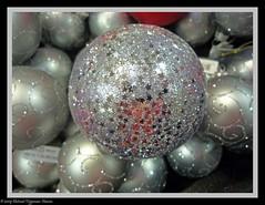Kersttijd / Christmas-time (dietmut) Tags: christmas november winter weihnachten 2009 kerstmis panasoniclumix kerstballen chrismasdecoration dmcfx500 dietmut kerstdecoraties