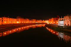 Riflessi notturni / Night reflections (Pisa, Tuscany, Italy) (AndreaPucci) Tags: italy building church lamp river italia fiume pisa chiesa tuscany arno toscana palazzo lampioni canoneos400 chiesadellaspina canonefs1855mm3556 andreapucci virgiliocompany