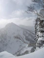 山頂直下の崖
