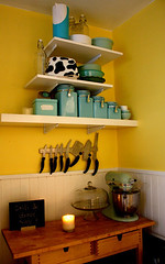 Ideas for small spaces: Cheery yellow kitchen + blue accents (xJavierx) Tags: house inspiration newyork home kitchen yellow design aqua turquoise interior queens decorating astoria cheerful decor magnetic kniferack beadboard smallspaces blueandyellow yellowandblue apartmenttherapy yellowkitchen cakedome ideasforsmallspaces