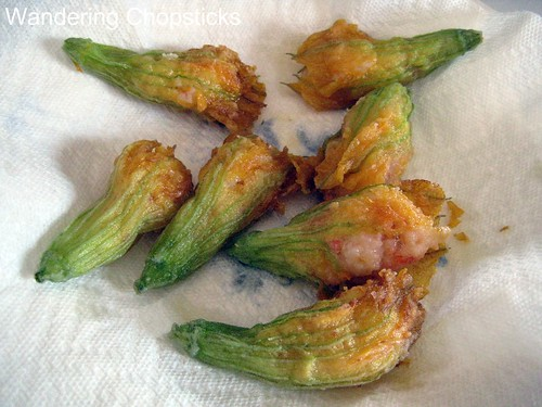 Bong Bi Nhoi Tom Chien (Vietnamese Shrimp-Stuffed Deep-fried Squash Blossoms) 2