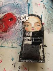 Pregadeira / Brooch (Susana Tavares) Tags: black bird grey handmade creative preto acessories brooches tecido cinzento acessórios pregadeiras creativas paintedbyhand pintadoámão