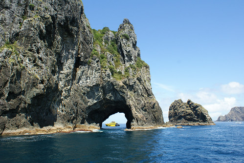Piercy Island, The Hole in the Rock