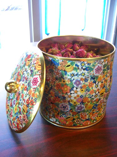 dry roses in old english tin