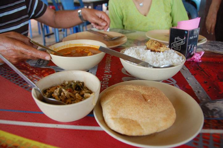 Goan curry + poi (Goan bread)