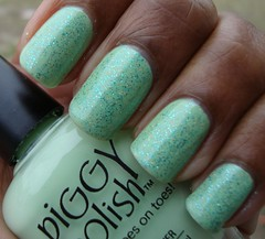 Piggy Polish Poet-Tree w. Ruby kisses Baby Blue and holo OTD (Lala Land Beauty) Tags: green piggypolish