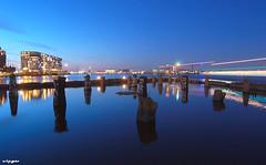 Stenen Hoofd at blue hour (JdJ Photography (Aardewerk)) Tags: longexposure light holland netherlands amsterdam ferry night river dark evening licht europa europe sailing crane centre nederland ridge pont poles bluehour avond publictransport peninsula mokum centrum rand citycentre clearsky silodam ij noordholland donker ndsm ov kraan openbaarvervoer benelux rivier palen varen ndsmwerf ijriver northholland langesluitertijd schiereiland kraanspoor ndsmshipyard hetstenenhoofd blauweuur helderelucht amsterdamcitycentre thestonehead noideawhatusedtobehere killedmyfirsttripodhere