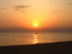 Sunset in Aqaba, Red Sea, Jordan (Kristel Van Loock) Tags: sunset sea sun soleil zonsondergang tramonto mare redsea jordan tramonti sole aqaba jordanie coucherdusoleil rodezee giordania