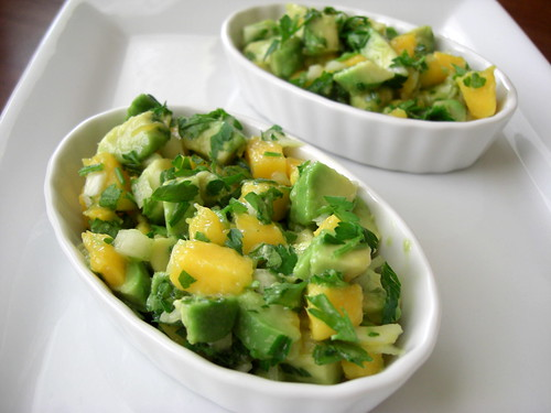 Сальса с авокадо и манго