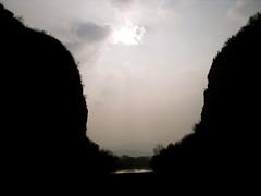 Les deux dpartements (Rotdenken (Jules Rigobert)) Tags: france verde green montagne river photo frankreich europa europe flickr foto south fiume vert rhne savoie fluss francia dreamland grne sud  fleuve ain savoia 21stcentury  rhnealpes francja   xxiesicle rotdenken julesrigobert