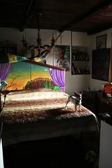 """en attendant......"" Jack (raffaellamidiri) Tags: dog home glass jack mirror casa bed artist arte dancer mosaico grotto wonderland letto grotta mosai calcata specchi meraviglia ballerino grottadeigermogli lookingmirror paulsteffen"