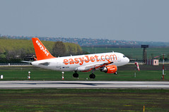 EasyJet Airbus landing (Péter_kekora.blogspot.com) Tags: nikon aviation budapest airbus bud 70300mm easyjet ferihegy a319 planespotting d60 civilaviation gezak cargodomb cargohill