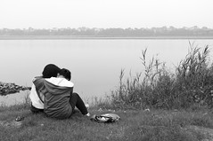 Private moment (loominpapa) Tags: red river island pentax vietnam hanoi k7 longbienbridge songhong