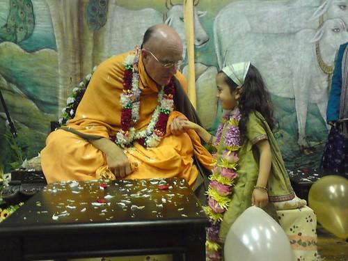 Indradyumna Swami Vyasa puja in UK 2010 -0026 por ISKCON desire  tree.