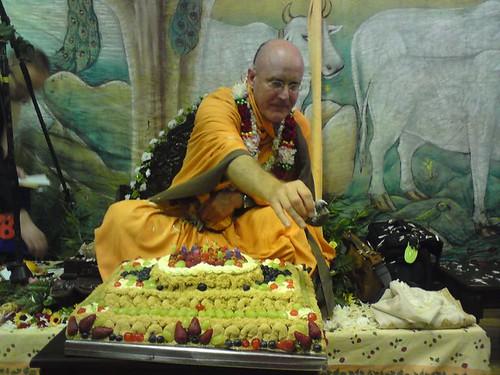 Indradyumna Swami Vyasa puja in UK 2010 -0028 por ISKCON desire  tree.