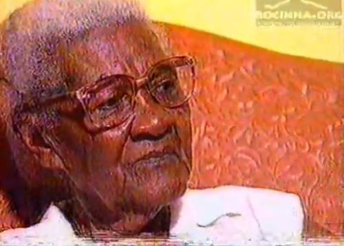 Dona Sebastina, fundadora do GRBC Império da Gávea em entrevista ao programa 24 Horas da TV Manchete em 1995 - Imagem exclusiva Rocinha.org