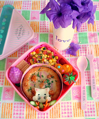 Mini Pizza Bento #51 (Laura Bento) Tags: hk food cute cat lunch strawberry kitten colorful kitty kumquat purpleflowers cornsalad minipizza bbqchickenpizza hellokittybentobox hellokittybaran barbequechickenpizza