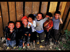 THE GANG OF 7 (BoazImages) Tags: china rural children asia village joy gang culture documentary laughter tradition guizhou miao minority hmong kidshavingfun abigfave worldlocations boazimages thegangof7