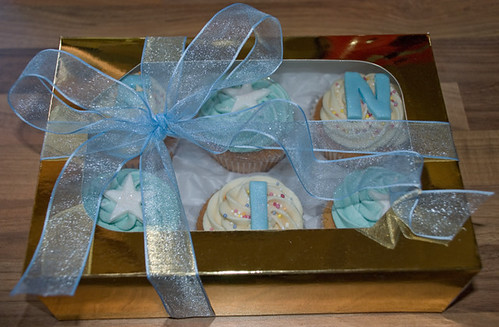 Cupcake giftbox to celebrate the arrival of baby Fin!