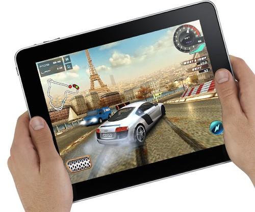 Fotografía de un iPad con un juego de coches, Real Racing