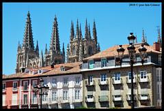 Catedral de Burgos (jozulu, recargndome las pilas, pronto volver) Tags: plaza la nikon mayor jose catedral vista luis burgos vacaciones gomez desde 2010 d60 jozulu