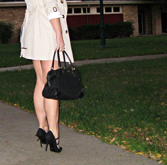 burberry trench+legs+heels+vintage gucci bag