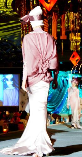 Islamic fashion festival 2010 - Jovan Mandagie (11)