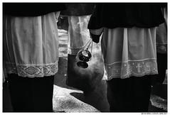 Semana Santa, Huelva 2017 (Matías Brëa) Tags: semanasanta religion tradicion blancoynegro blackandwhite documentalismo documentary bnw social incienso contraluz