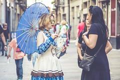 Una sombrilla {azul} (☼ Mrs ☼) Tags: lvm sombrilla azul street people calle exterior umbrella labúsquedadeltesoro