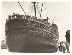 Troopships depart Sydney, 9-10 January 1940, by Sam Hood (State Library of New South Wales collection) Tags: ship diggers soliders australianarmy aif troopship australianimperialforce 6thdivision 2ndaif secondaustralianimperialforce 2ndaustralianimperialforce sixthdivision