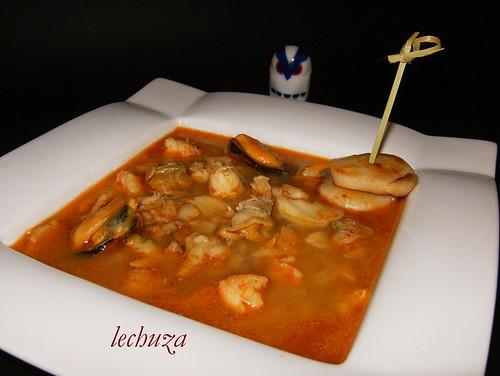 Sopa de pescado y marisco-plato.