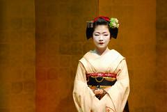 Maikopose03 (Jasper the Roclimbr) Tags: woman japan dance kyoto maiko geisha kimono naokazu